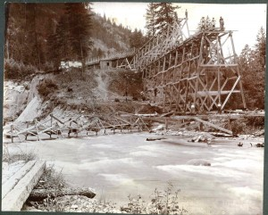 Fruitland Irrigation company flume under construction.  Colville River at Meyers Falls to orchards, just above Colville River. Yarnell, James Marion